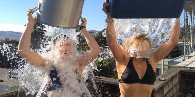 Les stars de Xena succombent au Ice Bucket Challenge