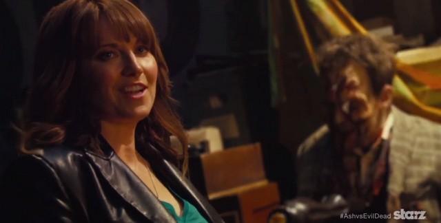 Lucy Lawless in Ash vs evil dead video de la semaine 2