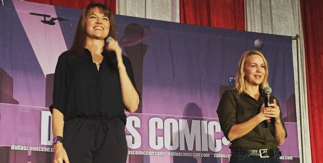 Lucy Lawless and renee oconnor at dallas comic con 2015