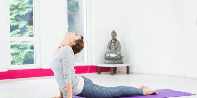 Les cours de yoga d'Hudson leick sont de retour